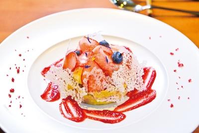 フランスの伝統的なタルト菓子をもとにした「いちごのクラフティといちごのタルタル」(1500円)