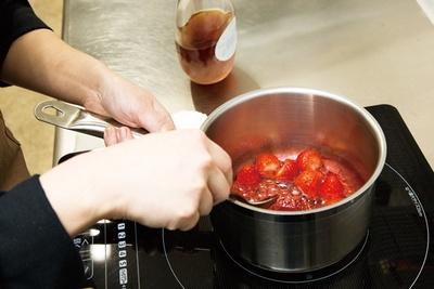 イチゴ果汁をこんにゃくやキャラメルと合わせる