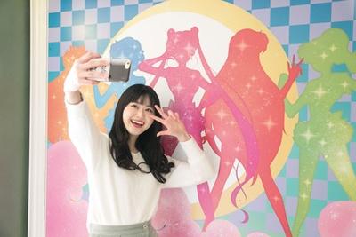 セーラームーンのキャラクターのシルエットが描かれた壁/ユニバーサル・スタジオ・ジャパン