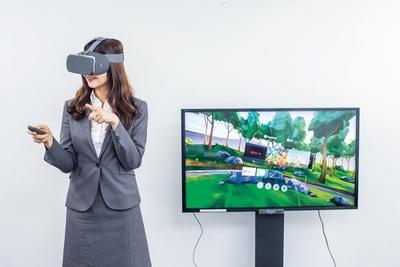 VRで360°が映像の世界に入り込める