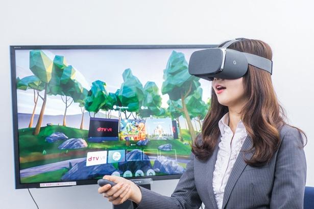 VRで動画やゲームを体験。「スマホでは感じられな感動や迫力も!」(中根)