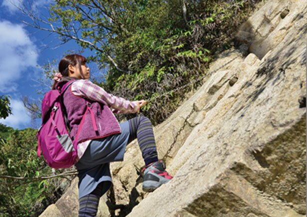 岩の凸凹や鎖もあり、手と足を使えばクリアも簡単/ロックガーデン