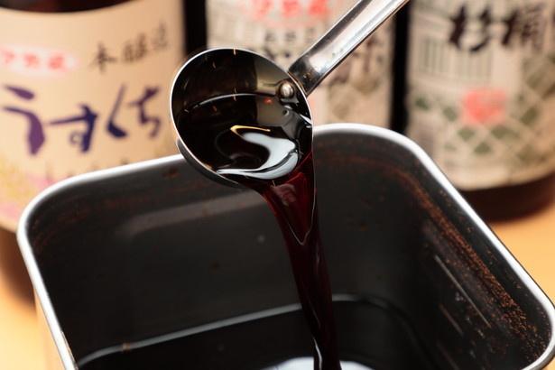 醤油はうすくち、こいくち、たまりの3種類をブレンド。「伊勢蔵の醤油は丁寧な造りなので信頼できる」と北原さんは太鼓判を押す