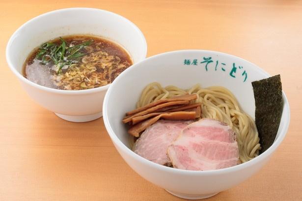 「つけ麺(200グラム)」(800円)。プラス料金で大盛、特盛も可能