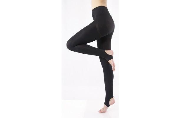 足首からふくらはぎ、太ももにかけて着圧設計を施し、歩くたびに適度な刺激でスッキリ!