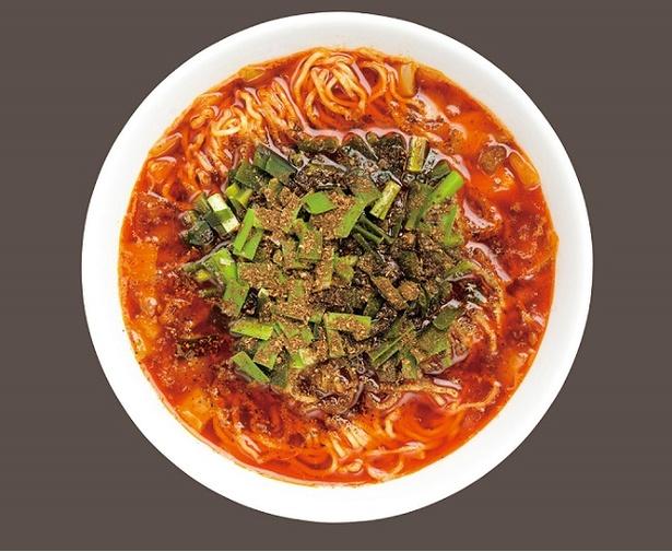 3種の激辛唐辛子をブレンドした自家製ラー油が膜を張ったスープが特徴「勝浦タンタン麺」(850円)