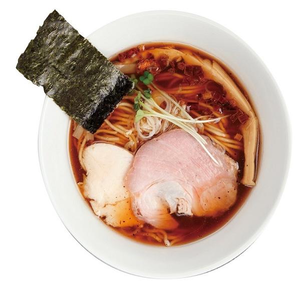 カツオ節のほかサバ節、昆布などで丁寧にダシを取った魚介に、鶏清湯と豚清湯を合わせたトリプルスープが決め手「鰹×鶏らー麺」(740円)