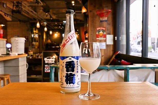 「限定にごり酒 香梅」(90ml:360円/1合:650円)は、寒造りで仕込まれた、今しか味わえない山形のにごり酒。