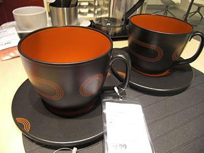 このティーカップ&ソーサーは699円。安い!