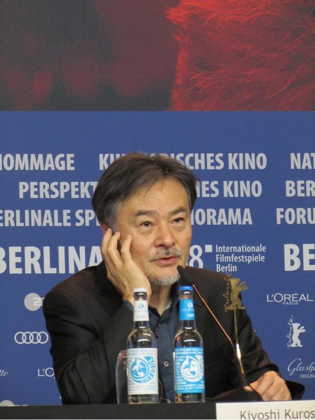 『予兆 散歩する侵略者』の黒沢清監督
