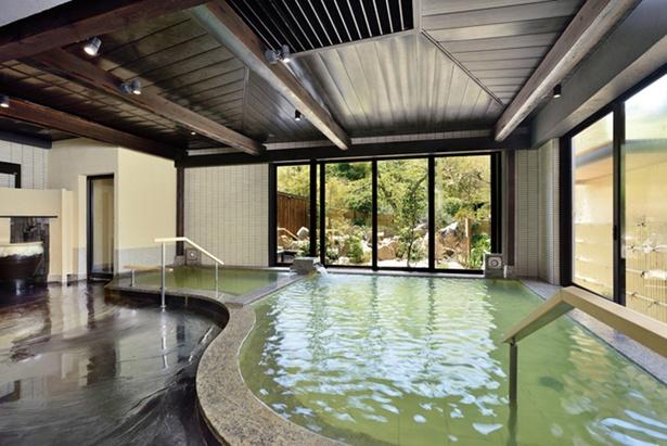1F大浴場「乙女の湯」。カルシウム、ナトリウム、マグネシウムがバランスよく混ざっていることで「温泉の女神の見事な調合」と言われている