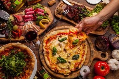 15種のピザがワンコインで楽しめるカジュアルワインバル