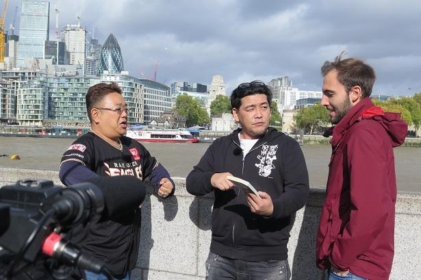 ロンドンの新聞記者へお礼を言うために、イギリスを訪れたサンドウィッチマン
