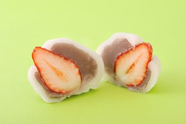 イチゴ、生地、あんこが三位一体となり、バランスの良い赤坂青野「いちご大福」