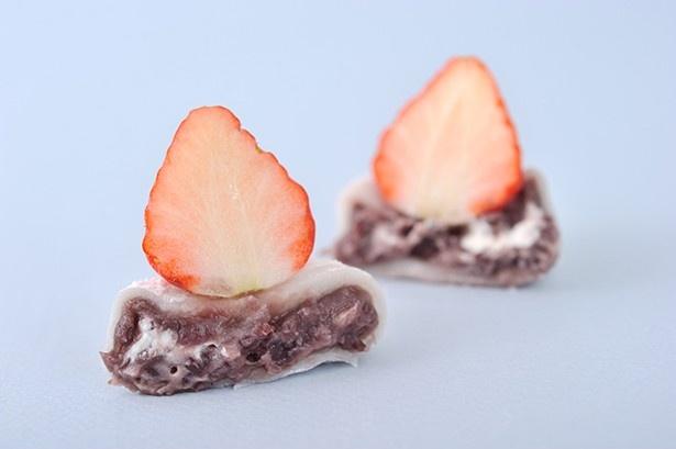 イチゴの水分が大福に浸透しないよう別包装になっており、フワフワの大福が楽しめる
