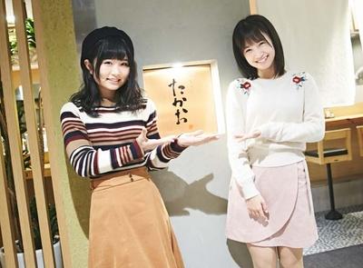 「博多天ぷら たかお 福岡パルコ店」にやってきたHKT48の秋吉優花(左)&朝長美桜(右)