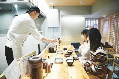 揚げたての天ぷらが目の前に!
