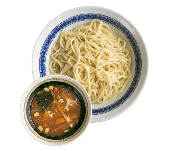 【写真を見る】サラリとしたつけ汁とツヤのある中太ストレート麺が人気の「つけ麺(並)」(850円)