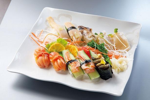 ホタテや大アサリ、ミル貝を贅沢に味わえる「貝づくし」( 3250円)