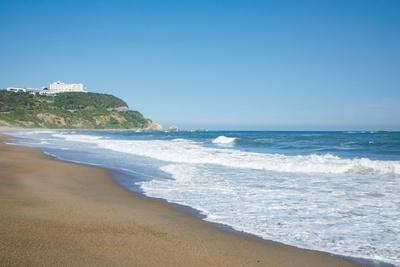 日本の渚百選に選ばれた「恋路ヶ浜」