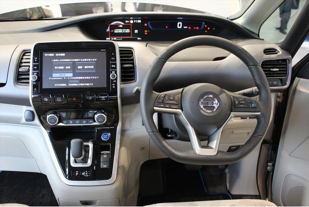 【写真を見る】運転席 / セレナ e-POWER