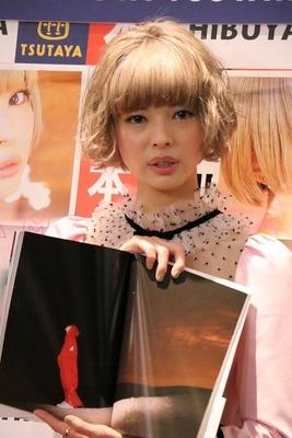 最上もが、2nd写真集「MOGAMI」発売記念イベント画像 4/10
