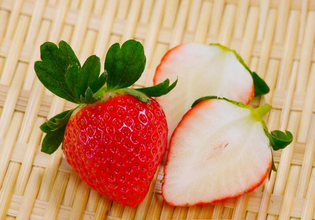 2017年に生まれた新品種「恋みのり」。果肉は中央まで白く、シャキッとした歯ごたえ