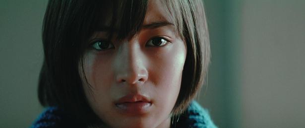 広瀬すずは事件の鍵を握る被害者の娘役を演じた