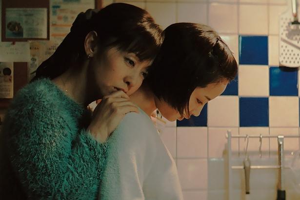 殺人事件の被害者家族を演じた斉藤由貴と広瀬すず