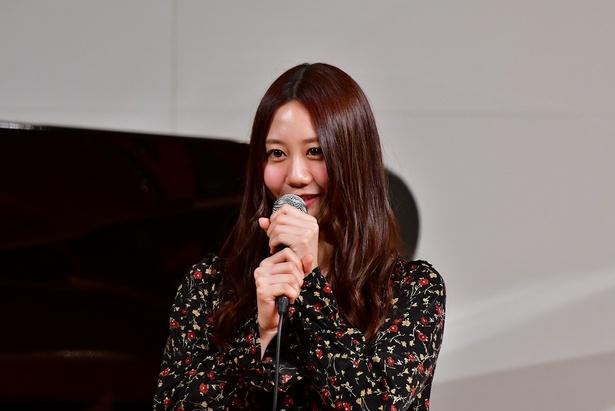 【写真を見る】ソロでシングルをリリースしている古畑奈和