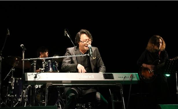 正貴久也は「ピアノ引き語りにこだわっている」と語る