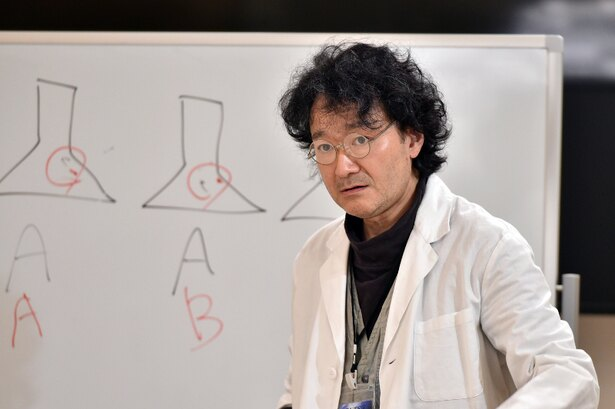 白井晃が元科捜研・沢渡清志郎役を務める
