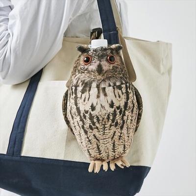 【写真を見る】持ち手をバッグにつけてフクロウを持ち歩くのもおすすめ!