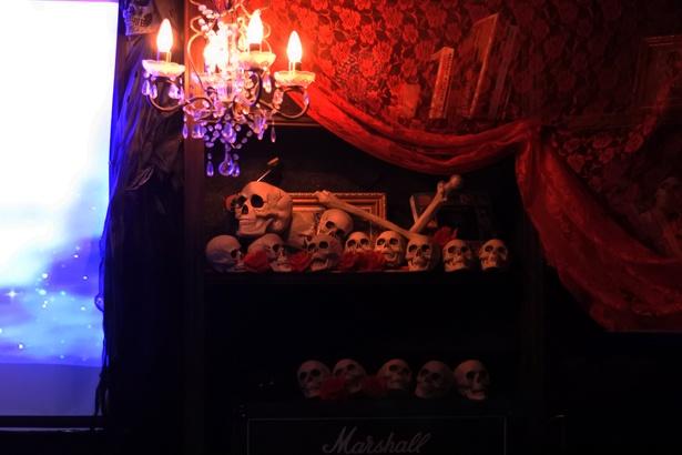 ライブ会場は、デビタントの住む魔界をイメージ