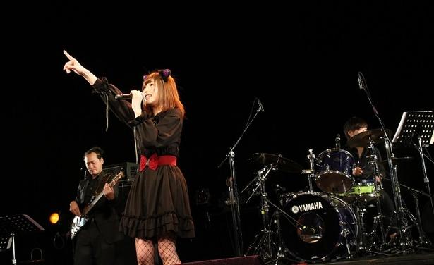 松本弥玖はステージにて新曲の「晴れ」を披露した