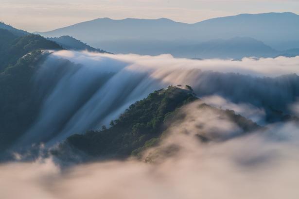 枝折峠(新潟県・魚沼市)の雲海。さまざまな条件が揃って見ることができる絶景