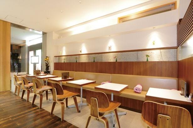 シックで落ち着いた雰囲気/ Fruit & Cafe HOSOKAWA