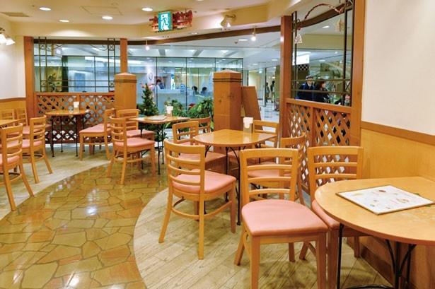 カフェスペースはにぎやか/フルーツパーラー キムラ