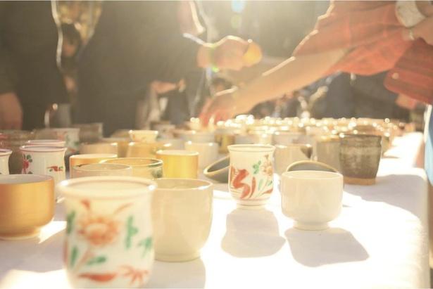 【写真を見る】使った酒器や小皿は持って帰れるので、食器選びもこのイベントの醍醐味