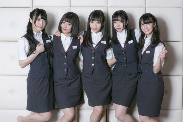 【写真を見る】神宿のメンバーがオトナな制服姿に!