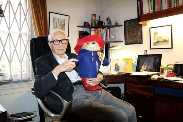 パディントンは、原作者のマイケル・ボンドが、妻にクリスマスプレゼントとして贈ったクマのぬいぐるみから始まったイギリスのアイコン的な存在