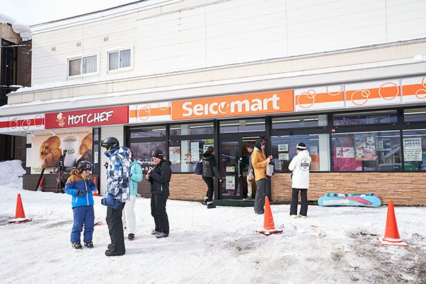 ニセコにあるコンビニ「セイコーマート ニセコひらふ店」