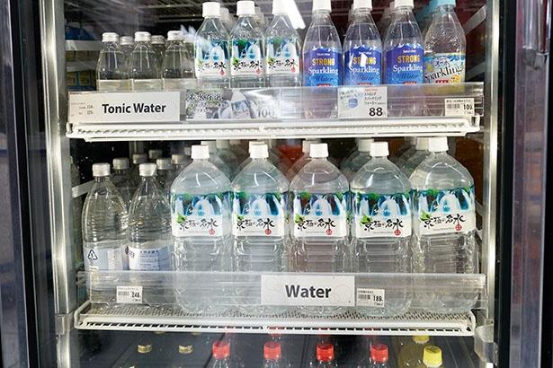 外国人観光客がこぞって買う2リットルのペットボトルの水