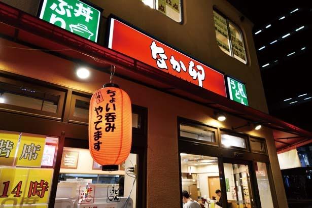 店頭に赤い提灯が飾られているのが実施店舗の目印/なか卯 堺筋周防町店