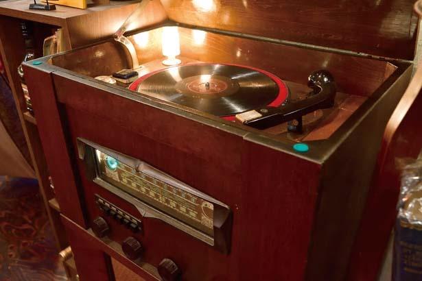 1950年代のラジオ付き蓄音機/M's hall