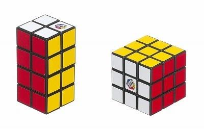 直方体の「2×2×4 ルービックタワー」。攻略のヒントが入っていて、やり方の手順さえ覚えれば完成できるという