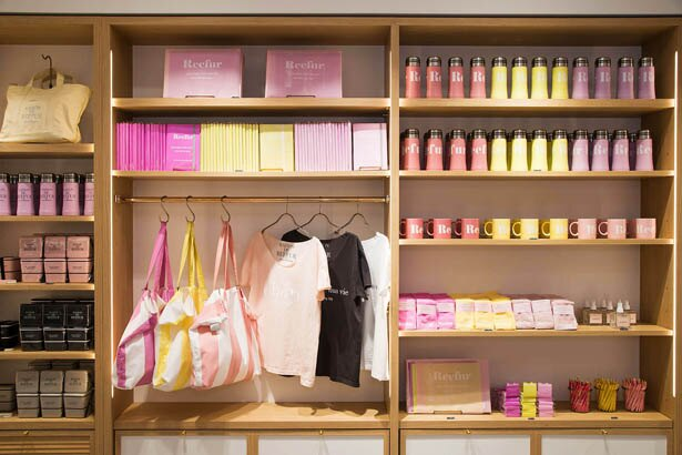 春らしいカラーのステ−ショナリ−やタンブラーなど、ルミネ先行販売のパステルコレクション