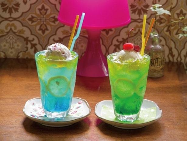 【写真を見る】「夏色海ソーダ(左)・夏色山ソーダ(右)」(各800円)/Cafe de Agenda
