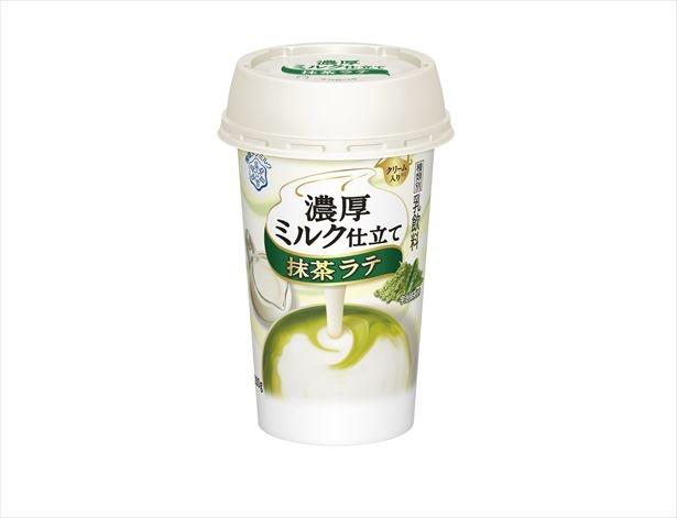 【写真を見る】宇治抹茶がブレンドされた「濃厚ミルク仕立て 抹茶ラテ」(税抜165円)