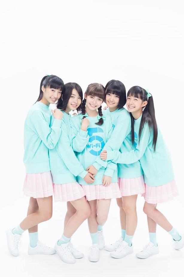テーマソングは5人組アイドルグループ・Wi-Fi-5が担当する